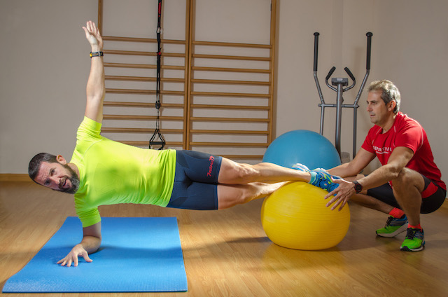 Plancha Lateral sobre Fitball